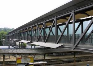 Fußgängerbrücke über den Bahnhof in Göppingen