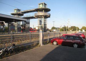 Aufzugsbrücke am Bahnhof Ditzingen