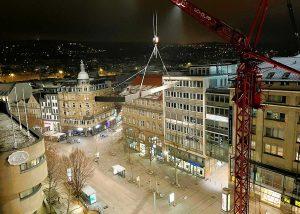 """""""Luftbügel"""" - Stahlkonstruktion auf der Dachterrasse der Königstraße 45 in Stuttgart"""